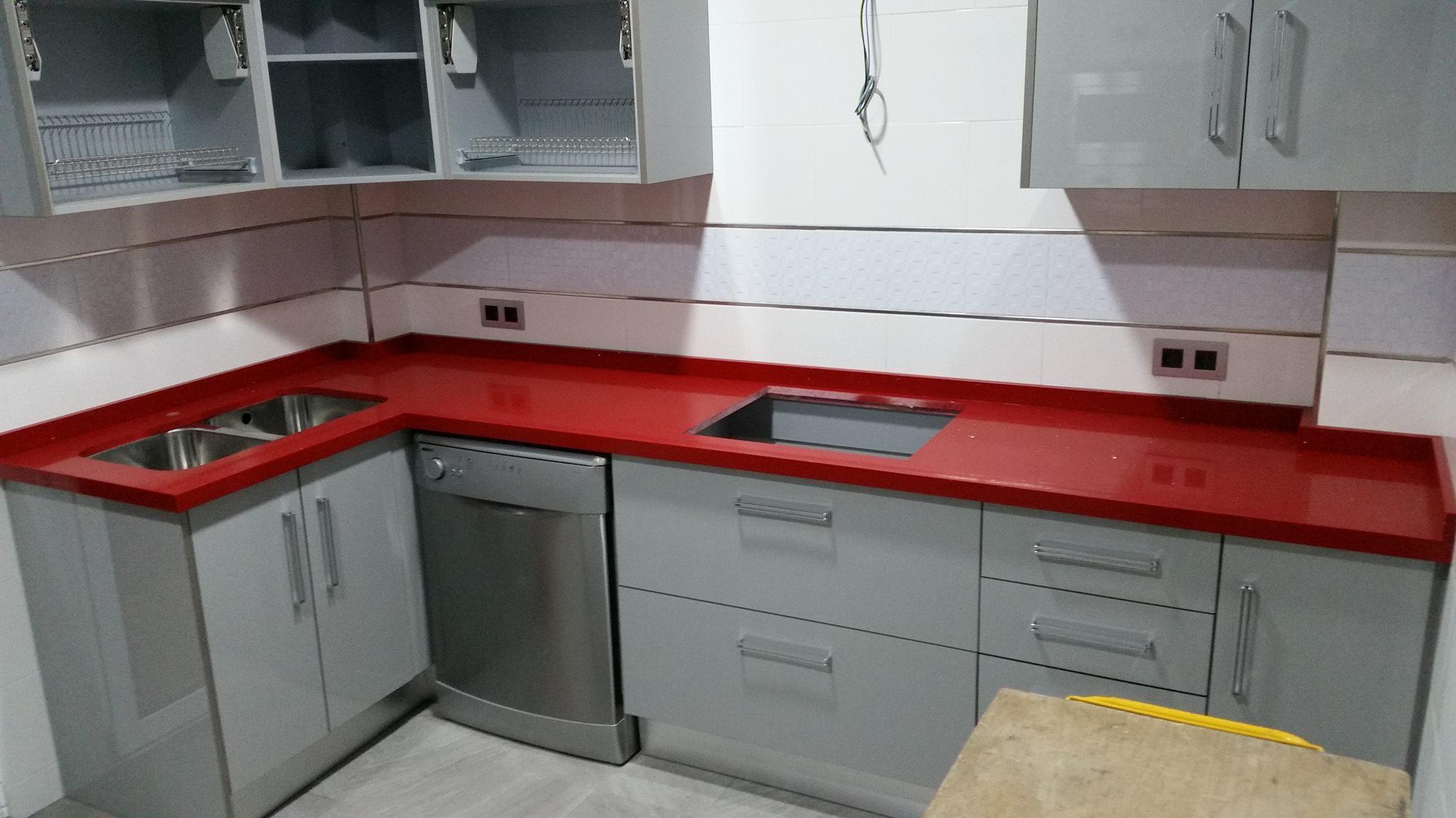 Bonito cocinas con encimera roja fotos muebles de cocinas - Cocinas en rojo ...