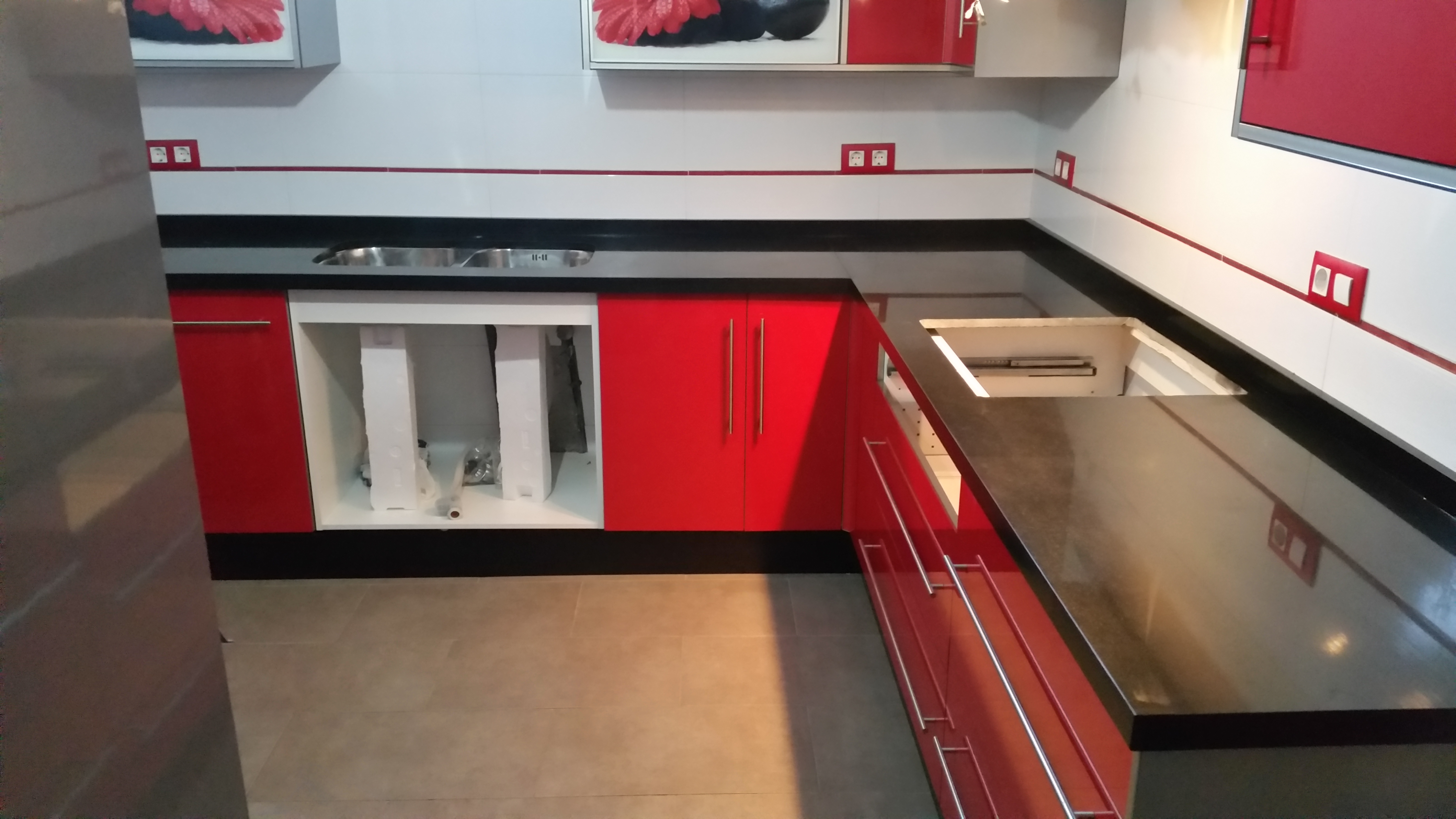 Encimeras de cocina m rmoles y granitos mart n for Cocinas modernas negras con rojo