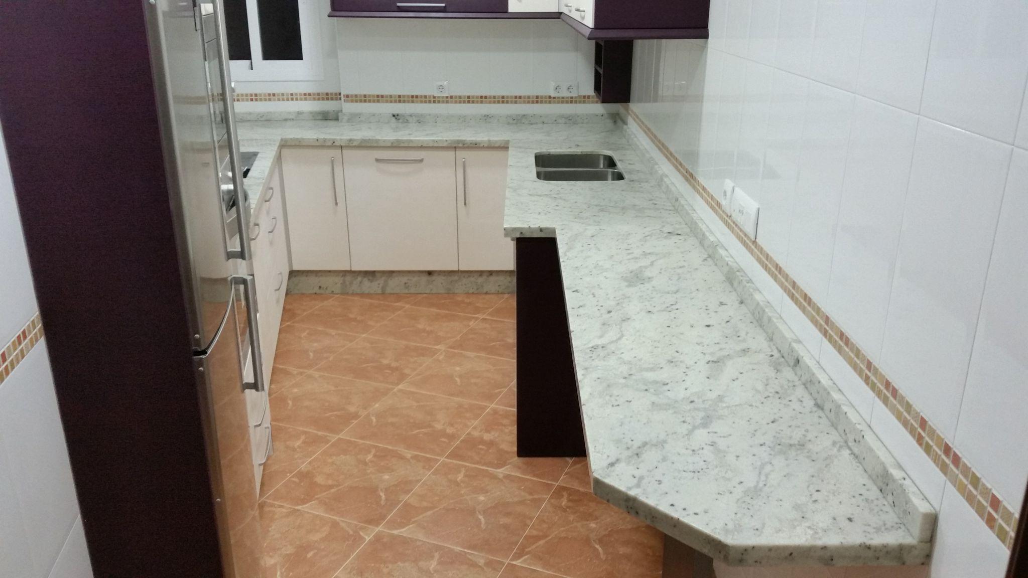 Encimeras de cocina m rmoles y granitos mart n for Granito importacion
