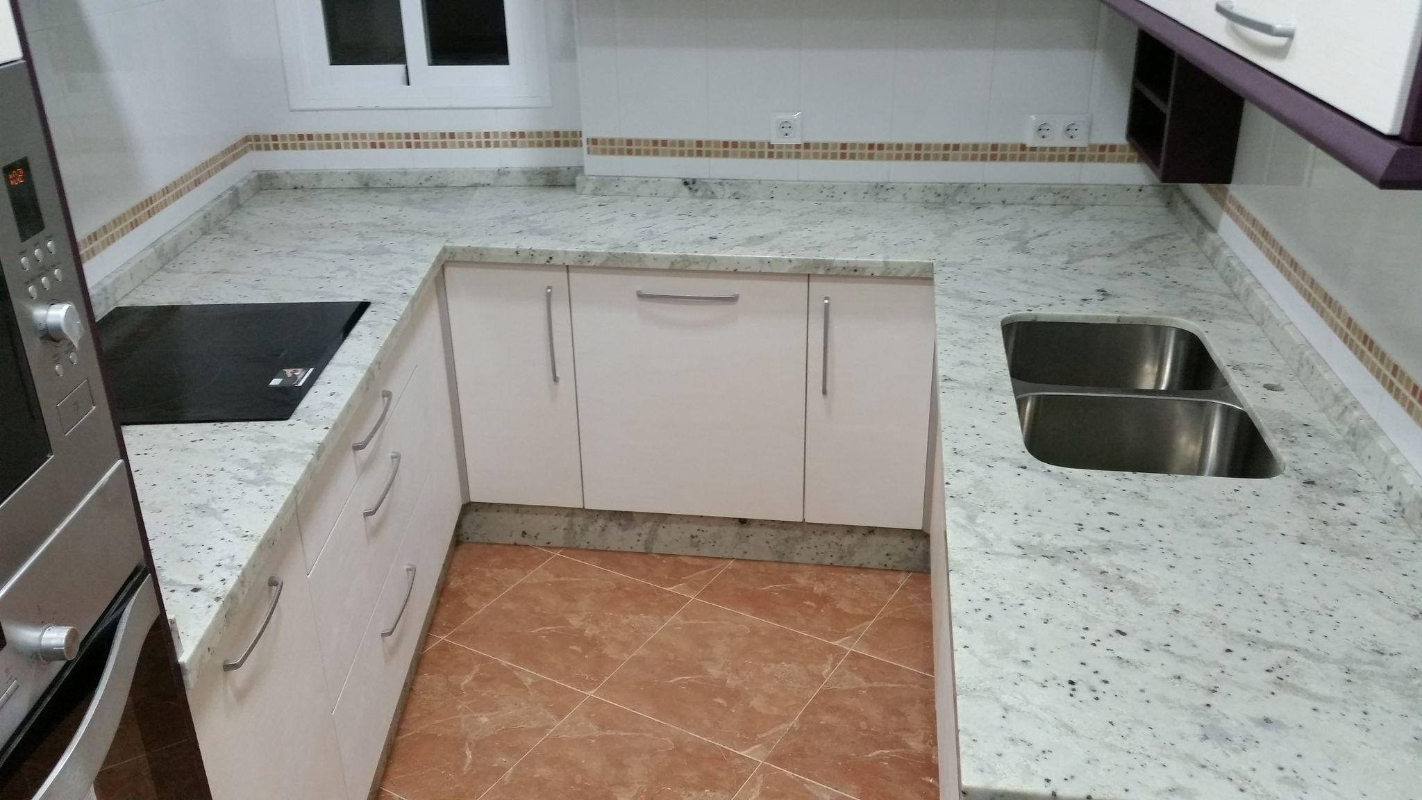 Encimeras de cocina granito encimera de granito sevilla for Granito o silestone para cocinas