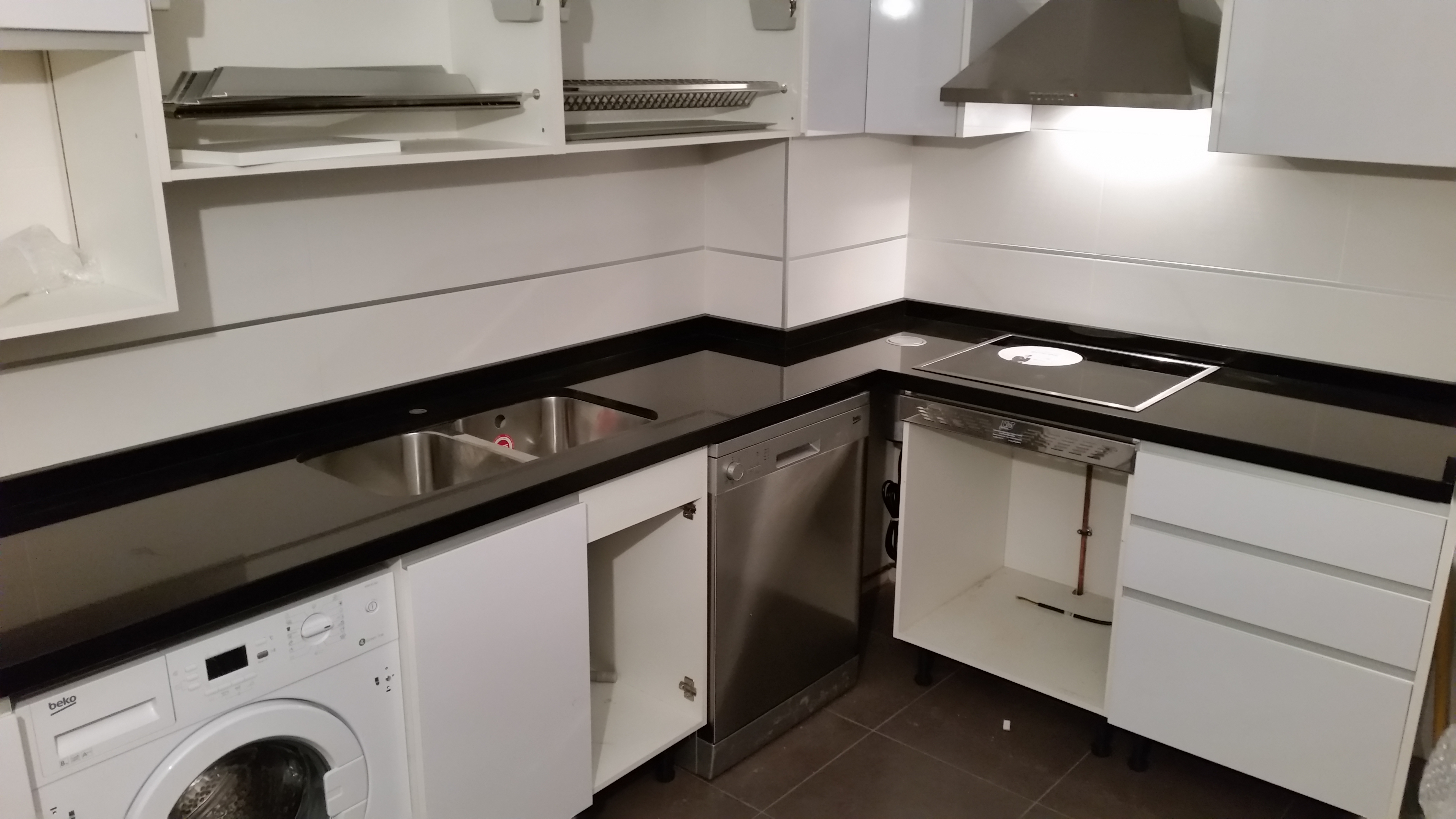 Encimeras de cocina m rmoles y granitos mart n for Marmol negro para cocina