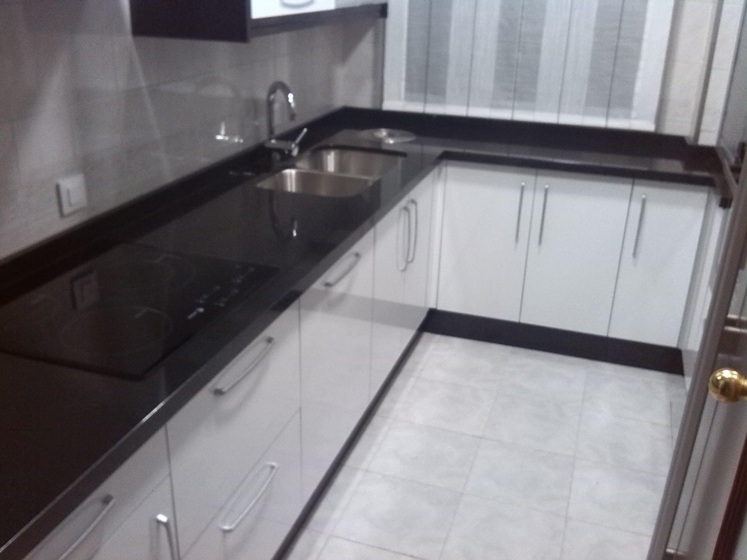 Encimeras de cocina m rmoles y granitos mart n for Encimeras de granito blanco