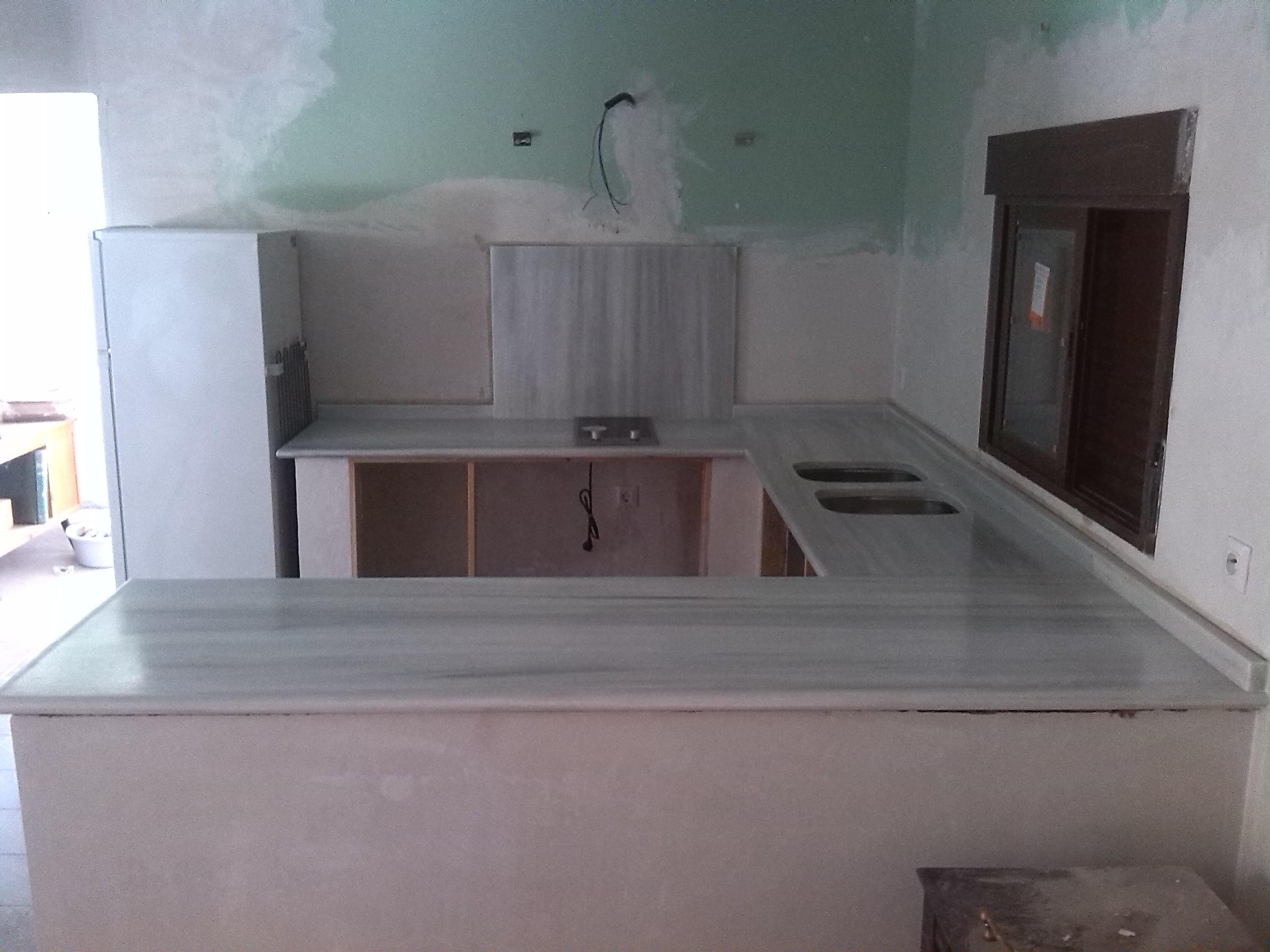 Encimeras de cocina m rmoles y granitos mart n for Encimera marmol blanco