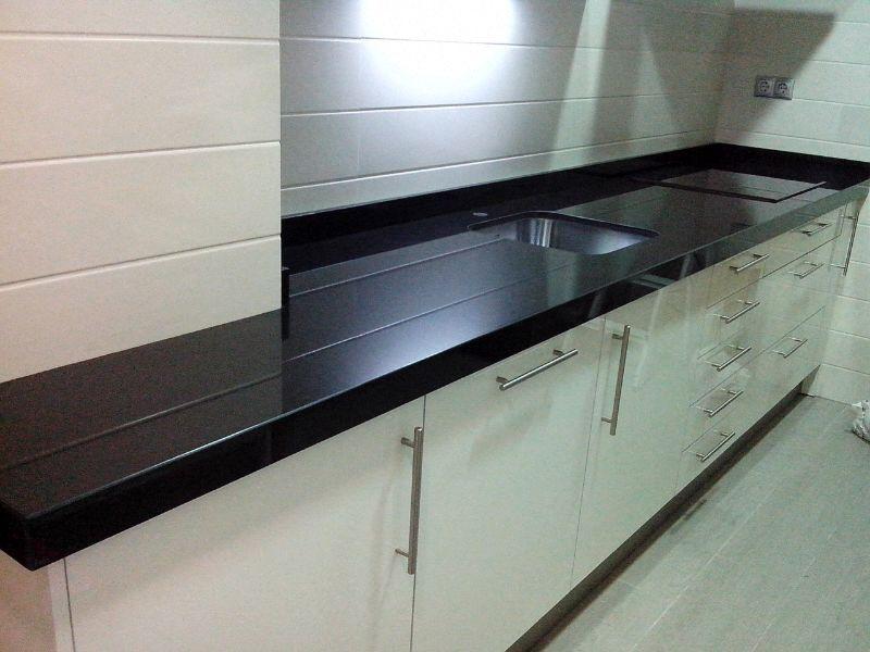Encimeras de cocina m rmoles y granitos mart n for Tipos de granito negro
